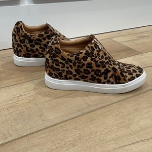 Womens hidden wedge leopard sneakers. New no tags